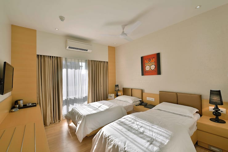 ICICI GUEST HOUSE MUMBAI:  Bedroom by smstudio
