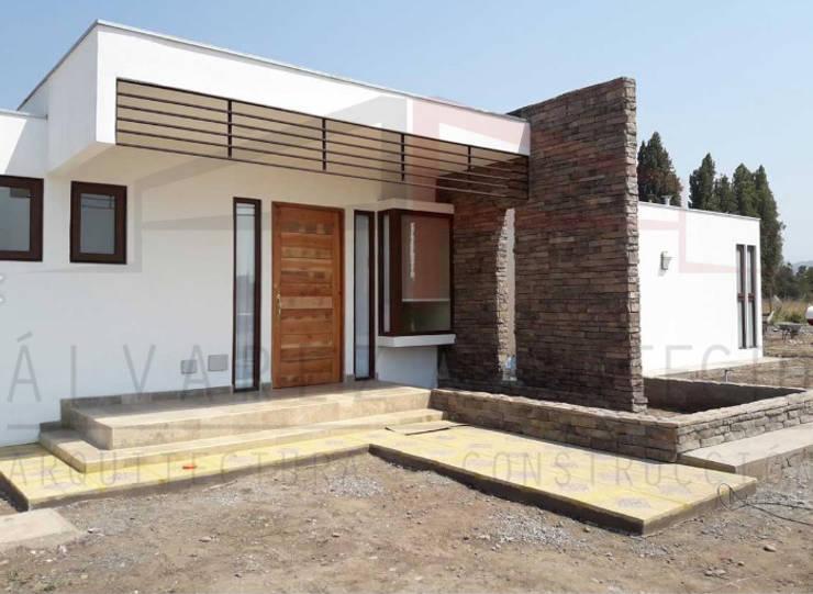 PROYECTO CASA MOLINA : Casas de estilo  por alvarez arquitecto