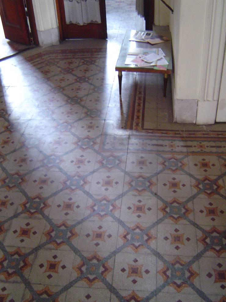 Estado original - pisos ingleses a restaurar: Pisos de estilo  por arq.c2