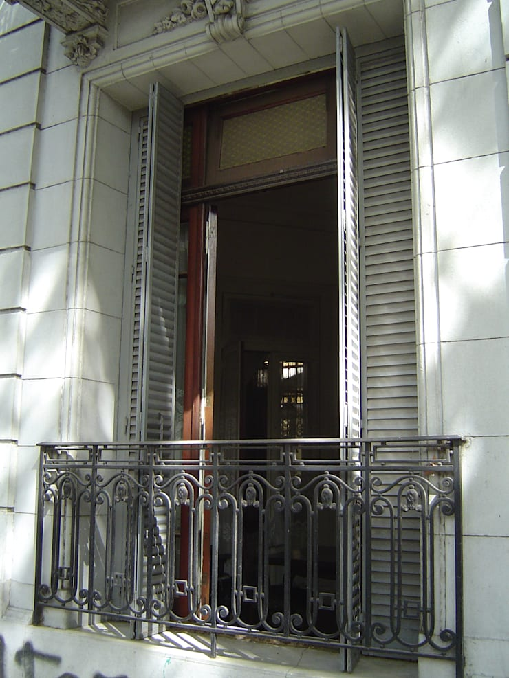 Estado original - ventana de fachada : Casas de estilo  por arq.c2