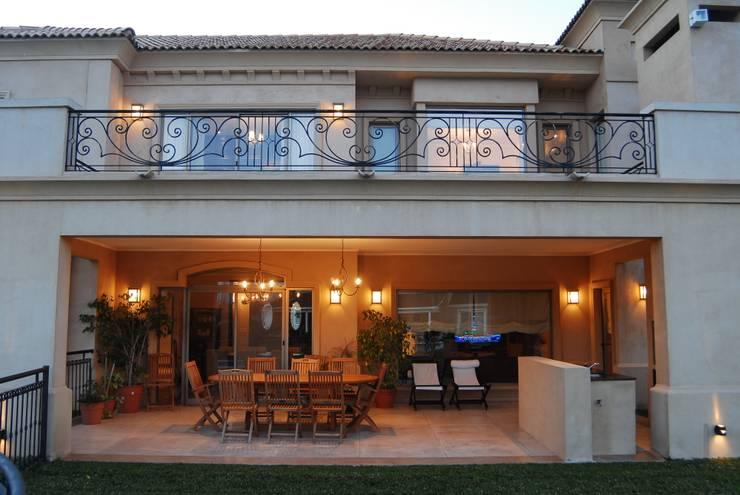 Campiña Italiana: Casas de estilo  por CIBA ARQUITECTURA