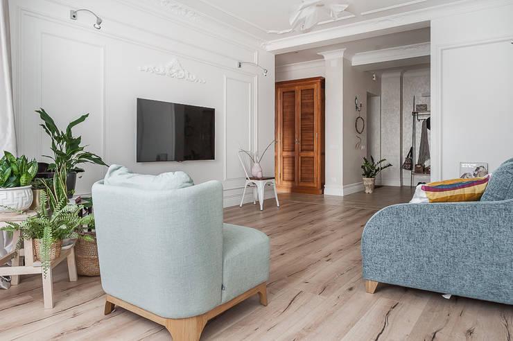 Salas de estilo moderno de 'Студия дизайна Марины Кутеповой' Moderno