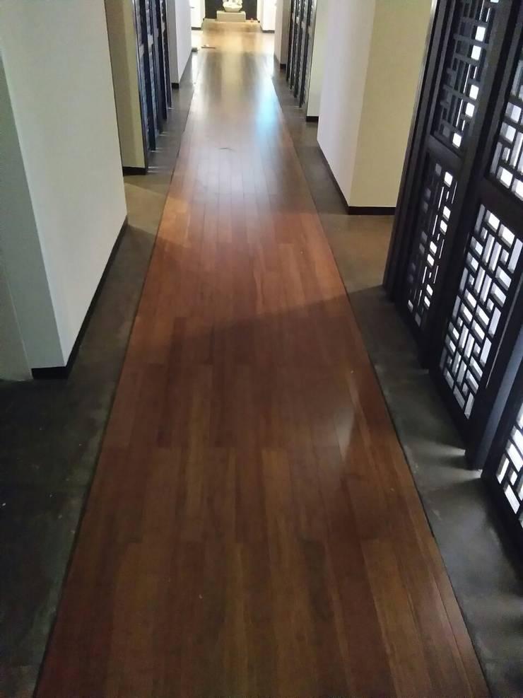 Bamboo Flooring at Lodhi Hotel, New Delhi:  Corridor & hallway by Opulo India,Tropical Bamboo Green