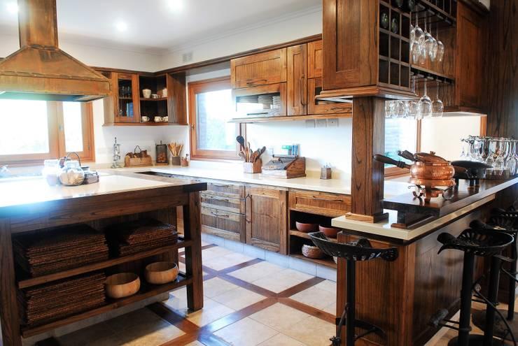 Cocinas rústicas, espacios cálidos y acogedores