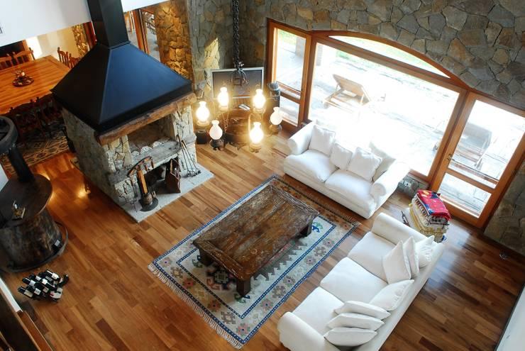 Country Normando: Livings de estilo clásico por CIBA ARQUITECTURA