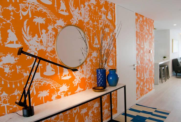 Hall de entrada: Corredores e halls de entrada  por Tangerinas e Pêssegos - Design de Interiores & Decoração no Porto