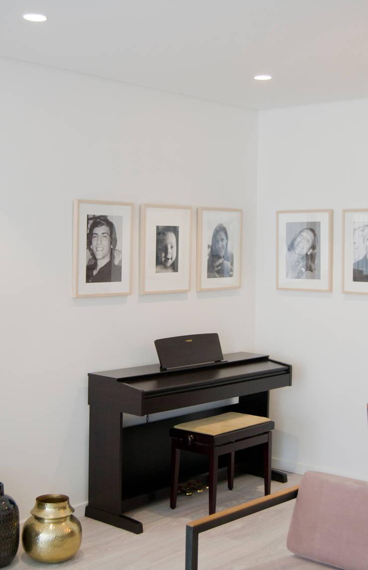 Sala de jantar: Salas de estar ecléticas por Tangerinas e Pêssegos - Design de Interiores & Decoração no Porto
