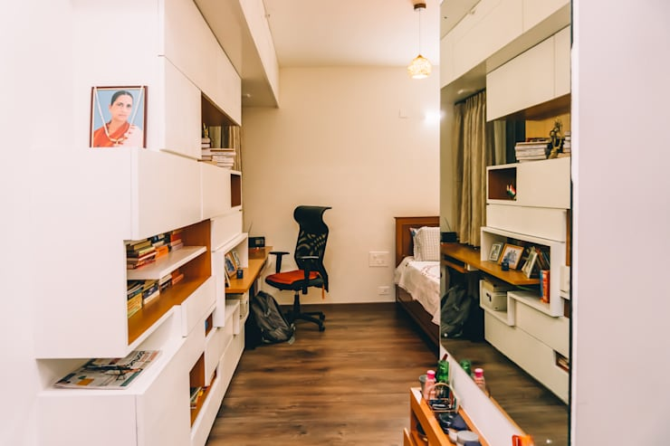 Bedroom cum Study unit with wardrobes & bookshelves - Origami Spaces(Origamispaces.com): modern Bedroom by Origami Space Design