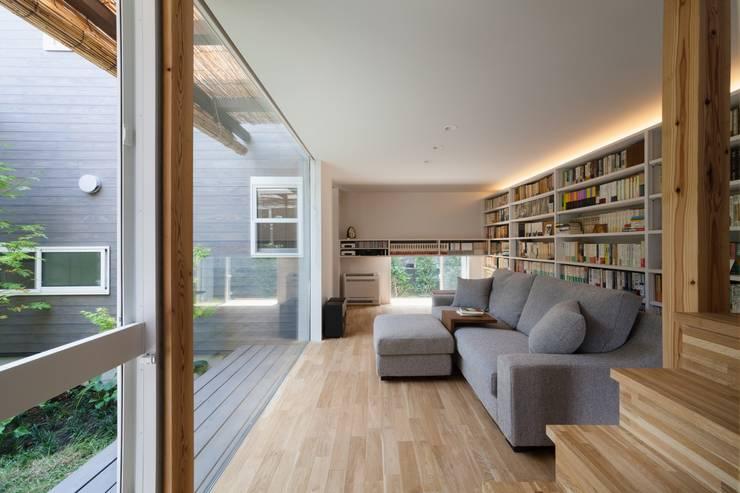 鎌倉中央公園の家: HAN環境・建築設計事務所が手掛けたリビングです。