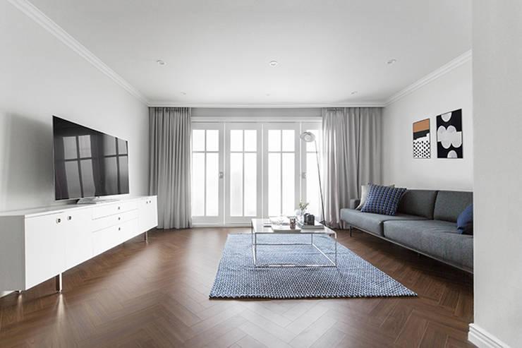 모던 클래식한 무드의 20평대 빌라 인테리어: husk design 허스크디자인의  거실,모던