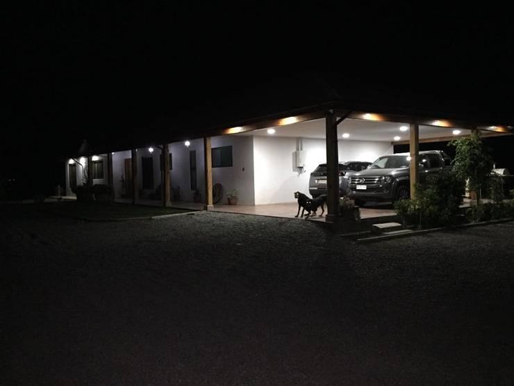 Vivienda San Fernando:  de estilo  por Q&M Construcciones Integrales