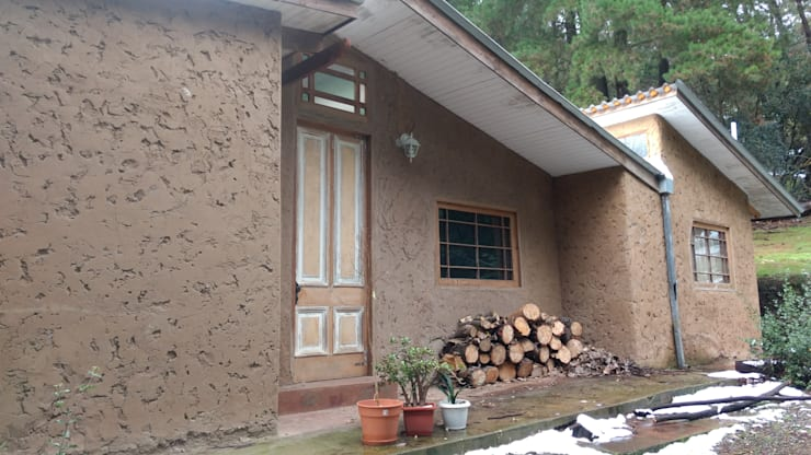 Casas ecológicas de estilo  por Construyendo Reciclando