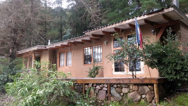 Casa Montaña: Casas ecológicas de estilo  por Construyendo Reciclando
