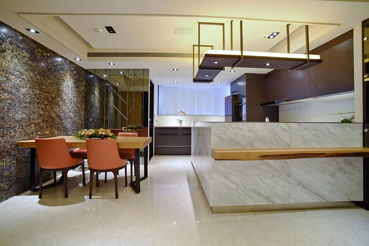 住空間-信義路:  餐廳 by 青易國際設計