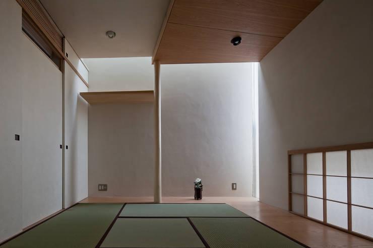 西原の家 / House in Nishihara: 庄司寛建築設計事務所 / HIROSHI SHOJI  ARCHITECT&ASSOCIATESが手掛けた和室です。