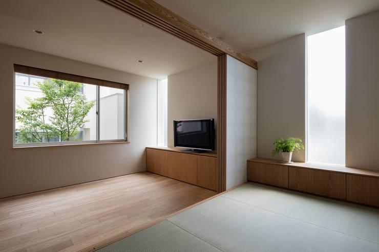 井の頭の家 / House in Inokashira: 庄司寛建築設計事務所 / HIROSHI SHOJI  ARCHITECT&ASSOCIATESが手掛けた和室です。