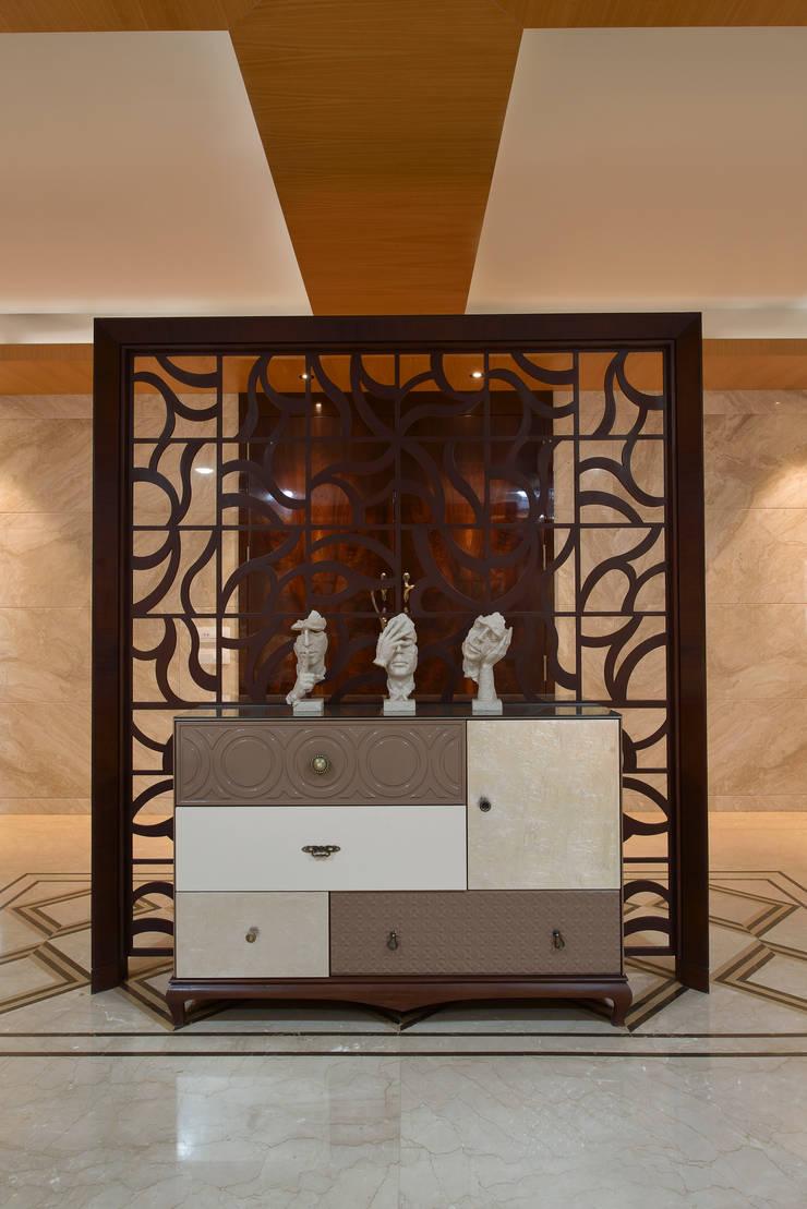 DAHANU- VIJAY GHODAWAT:  Corridor & hallway by smstudio,Modern