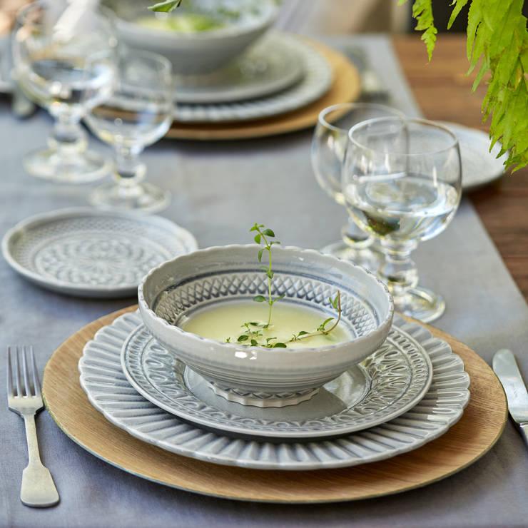 Coleção Cristal : Sala de jantar  por COSTA NOVA