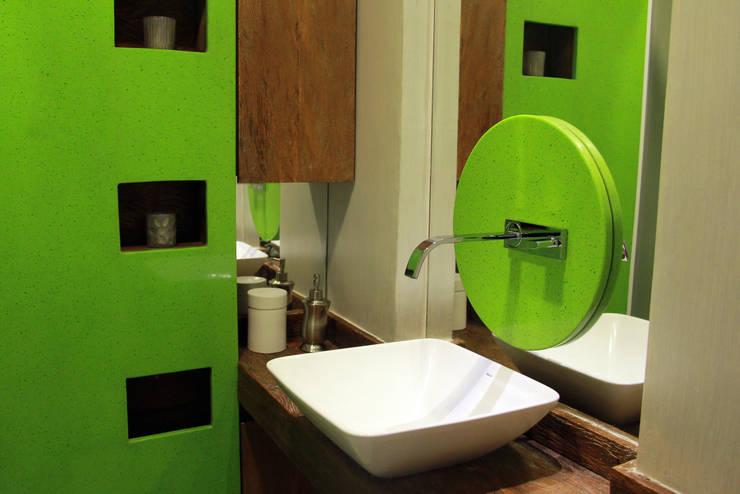 Banheiro : Banheiros  por STUDIO CALI ARQUITETURA E DESIGN