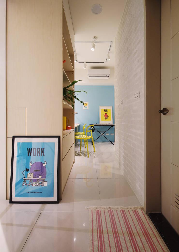 Phòng học/văn phòng phong cách Bắc Âu bởi 一葉藍朵設計家飾所 A Lentil Design Bắc Âu Ván ép