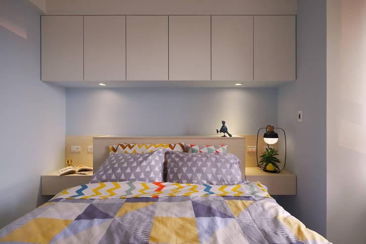 舒適而放鬆的主臥空間:  臥室 by 一葉藍朵設計家飾所 A Lentil Design