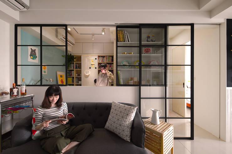 Phòng khách phong cách Bắc Âu bởi 一葉藍朵設計家飾所 A Lentil Design Bắc Âu Kim loại