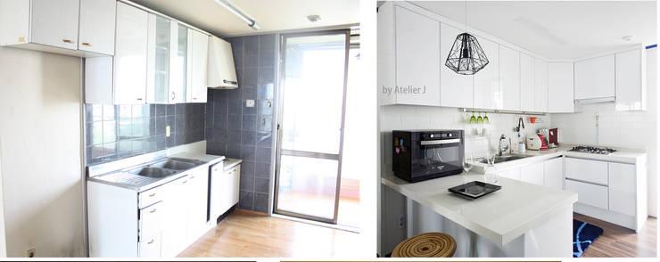 20년된 아파트 벽체하나로  30평형 주방으로 리모델링 ; 주방  BEFOR & AFTER: Atelier J의