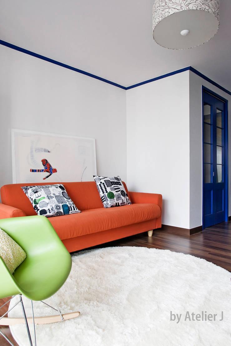 원 포인트로 20년된 20평대 아파트 리모델링 하기: Atelier J의  거실