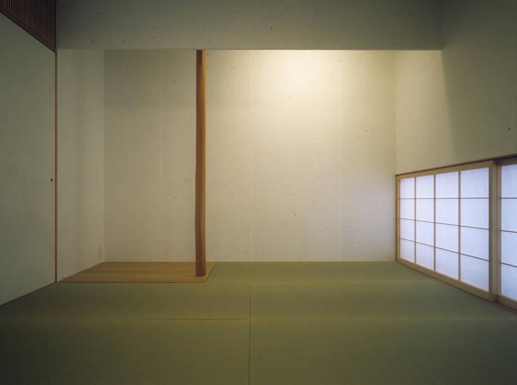 南庭の家 / House in Kobe: 杉山圭一建築設計が手掛けた和室です。