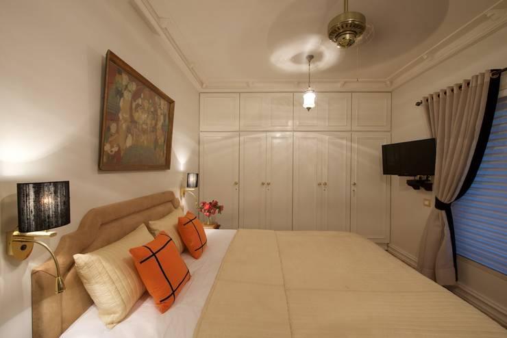 Bedroom:  Bedroom by Bric Design Group