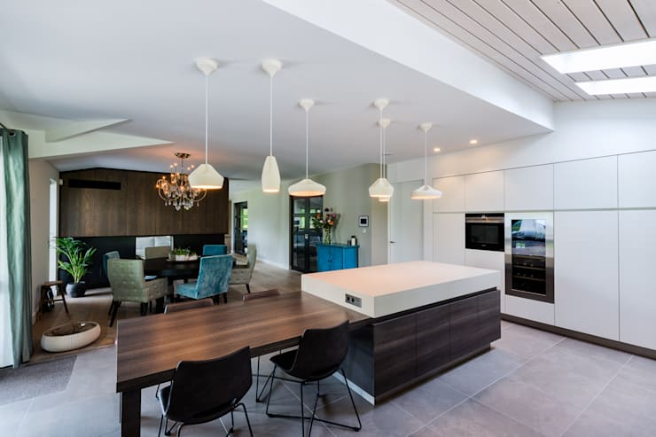 Woonhuis Utrecht:  Keukenblokken door DWB2C, Modern Hout Hout