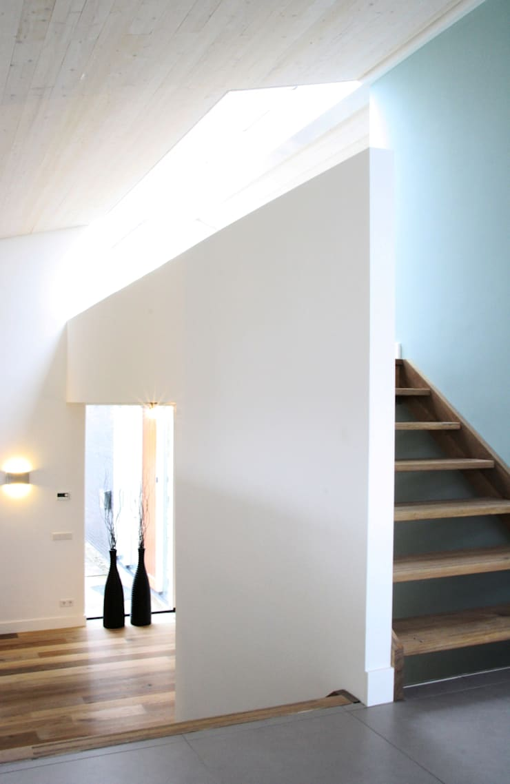 trap naar werkruimte:  Trap door DWB2C, Modern Hout Hout