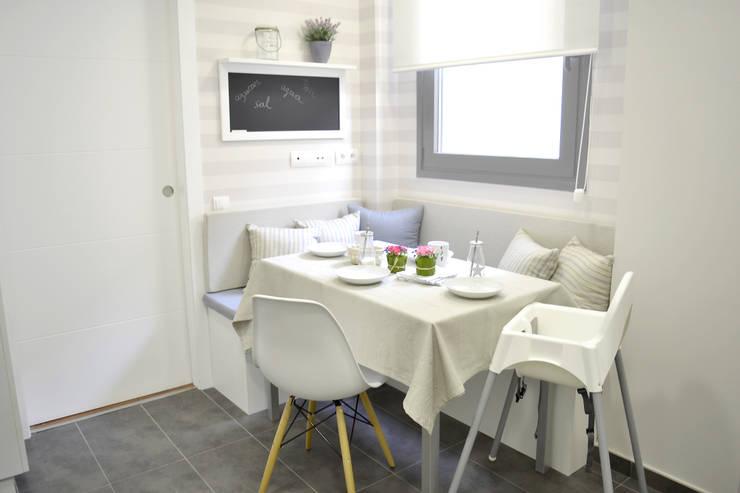 Piso en el Eixample de Barcelona: Cocinas de estilo  de Thinking Home