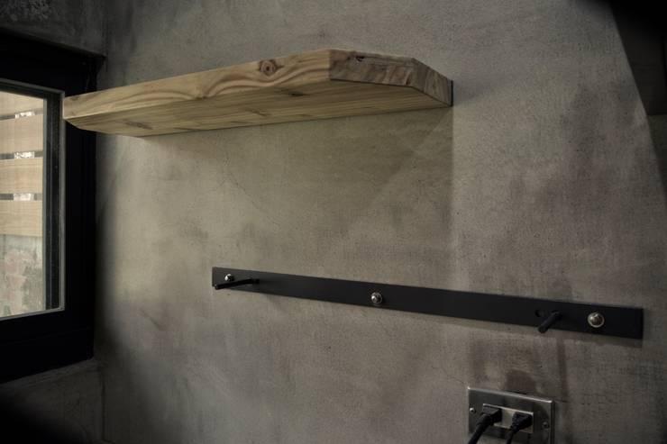 隱藏式層板:  廚房 by 日常鉄件製作所