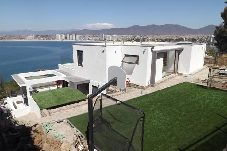 VISTA DEL PATIO : Casas de estilo  por arquiroots