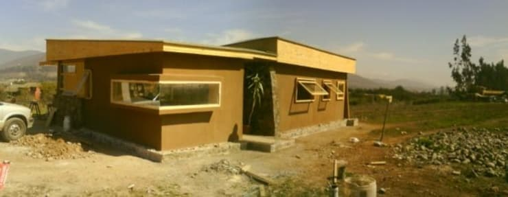 FACHA PRINCIPAL: Casas de estilo  por arquiroots