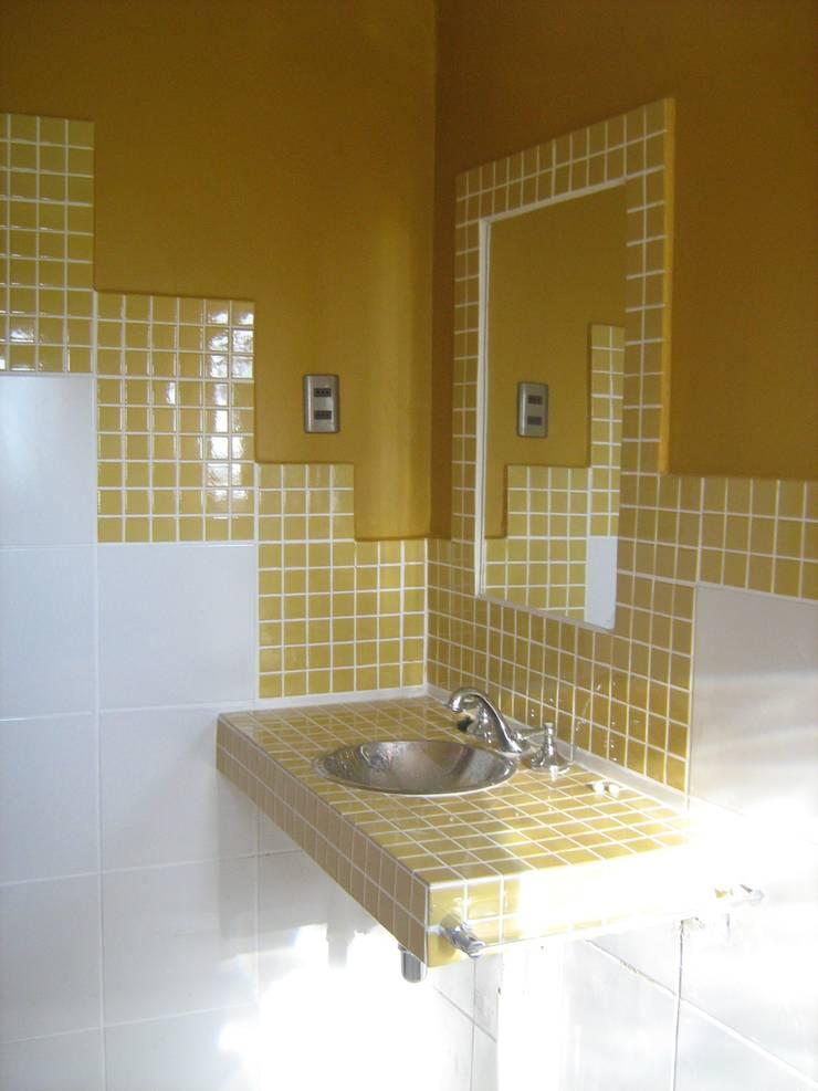 DETALLE LAVAMANOS : Baños de estilo  por arquiroots