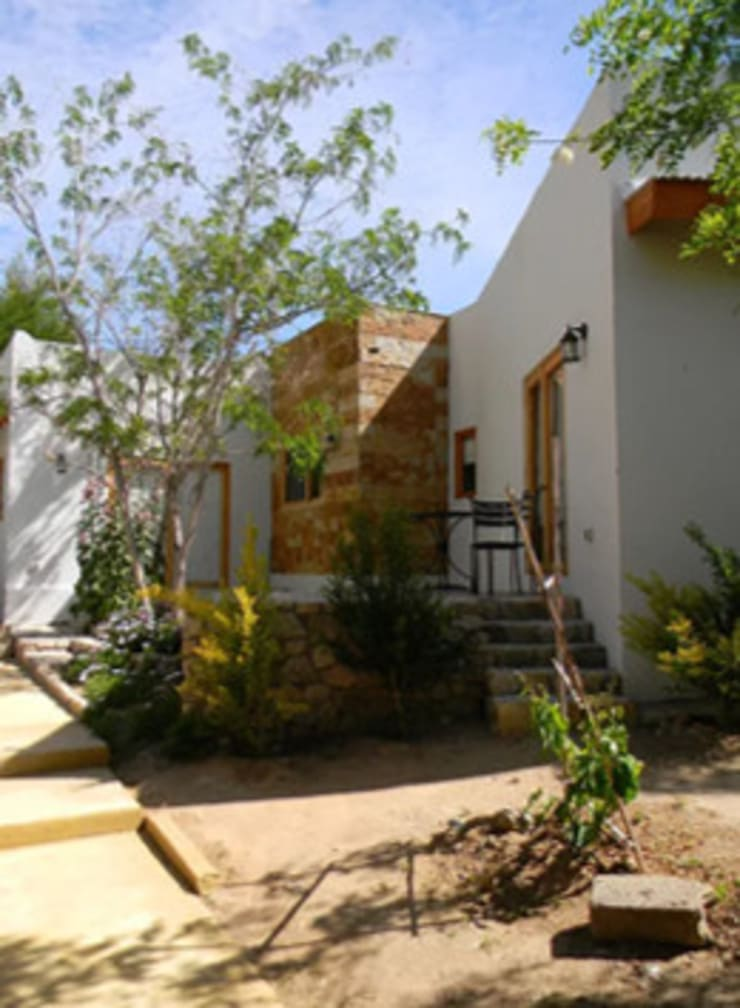 FACHADA DE PATIO: Casas de estilo  por arquiroots
