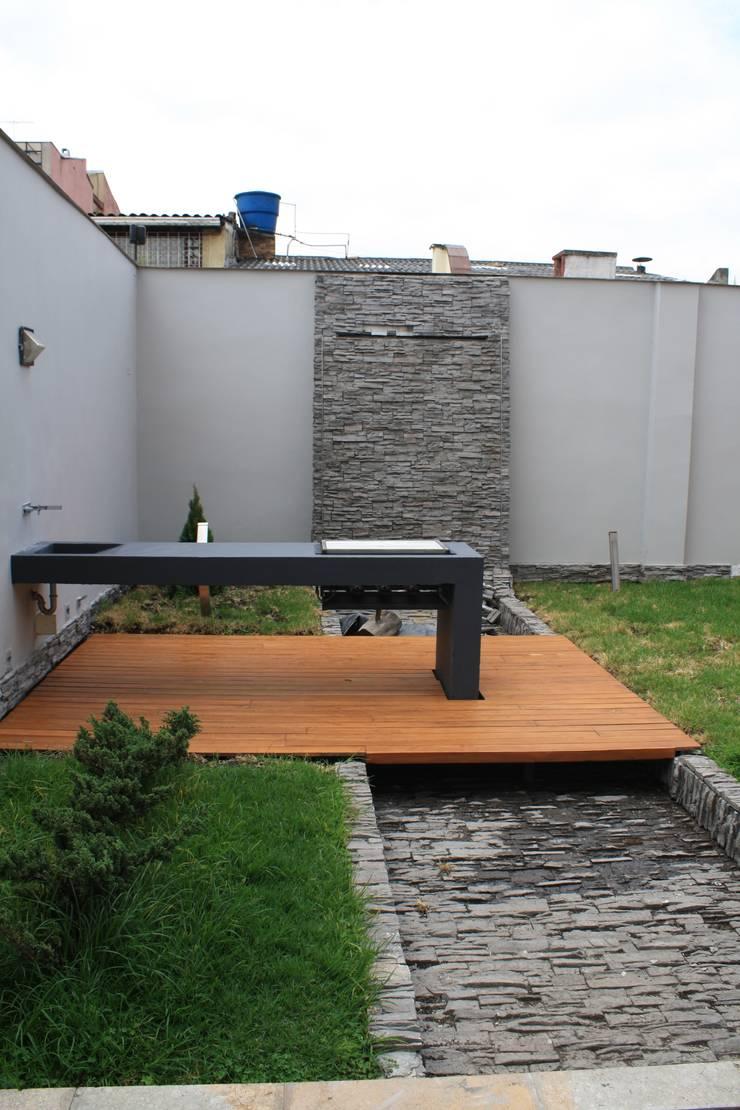 CASA MONTES: Casas unifamiliares de estilo  por RIVAL Arquitectos  S.A.S.