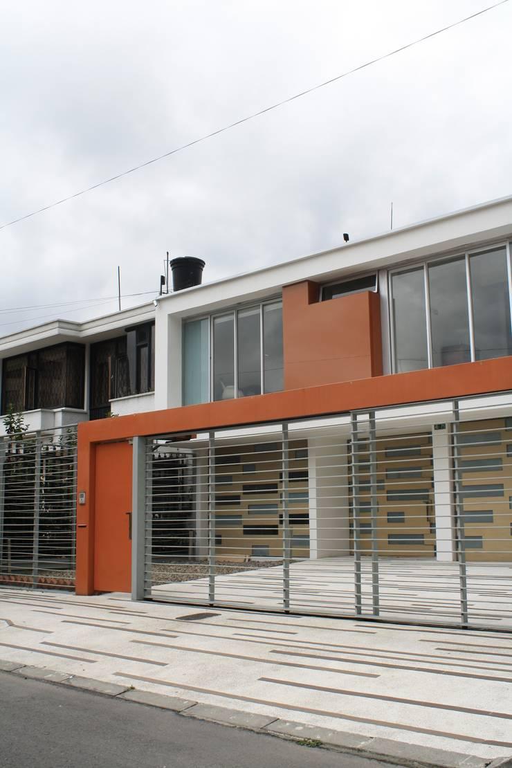 CASA MONTES: Casas de estilo  por RIVAL Arquitectos  S.A.S.