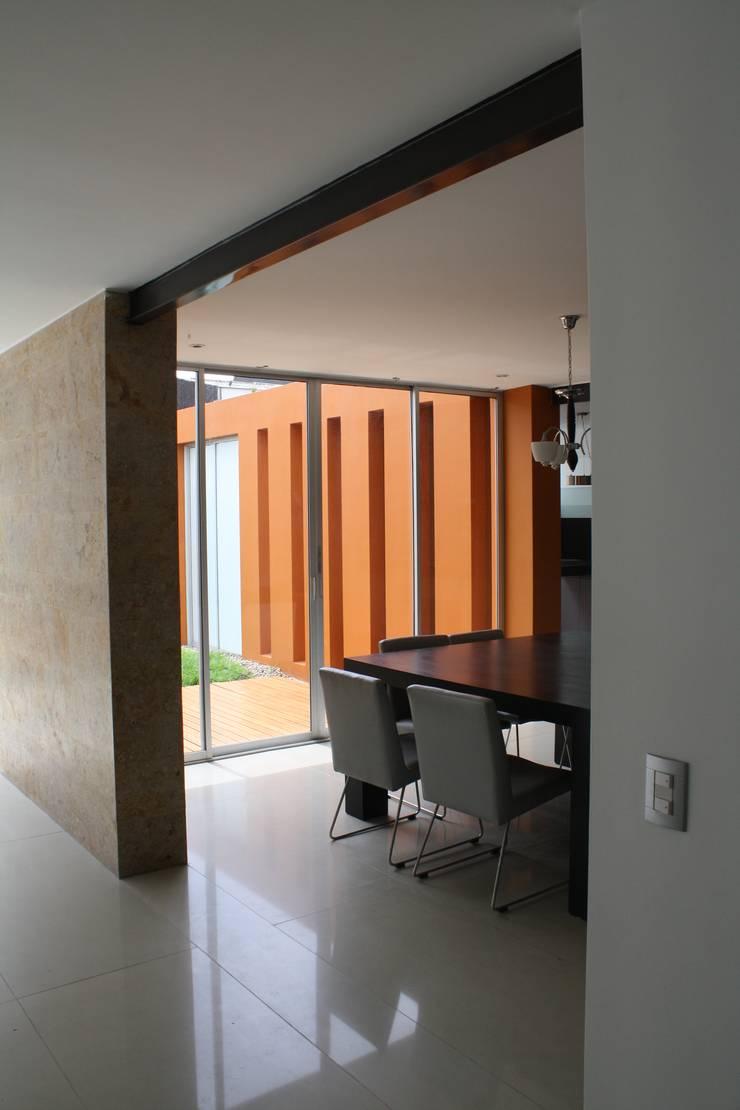 CASA MONTES: Comedores de estilo  por RIVAL Arquitectos  S.A.S.