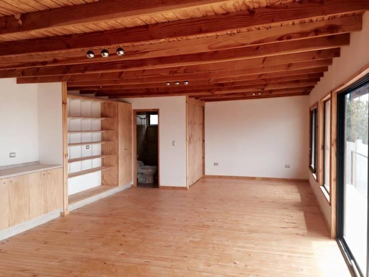 DORMITORIO: Dormitorios de estilo  por arquiroots