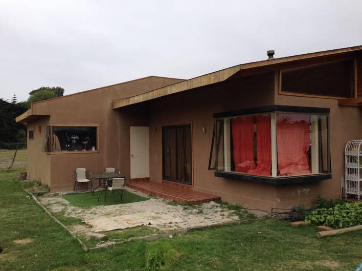 FACHADA PATIO: Casas de estilo  por arquiroots