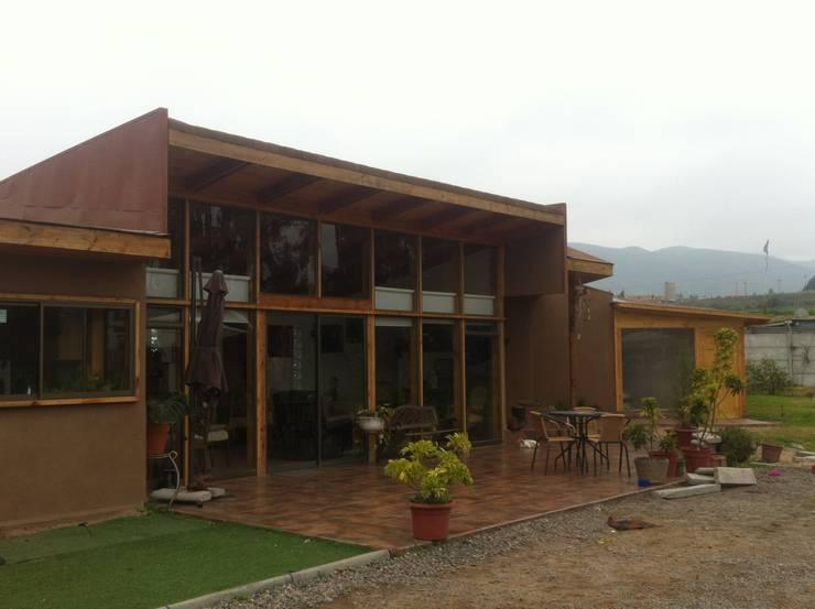 CASA HF: Casas de estilo  por arquiroots