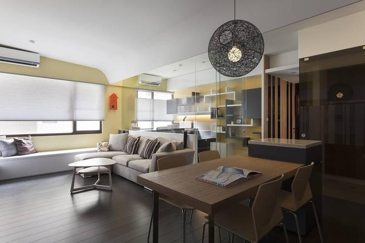 客餐廳和書房動線:  牆面 by 禾光室內裝修設計 ─ Her Guang Design
