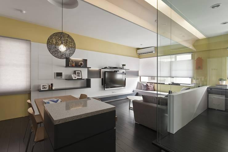 光源通透、無限放大的居家LOOK!:  餐廳 by 禾光室內裝修設計 ─ Her Guang Design