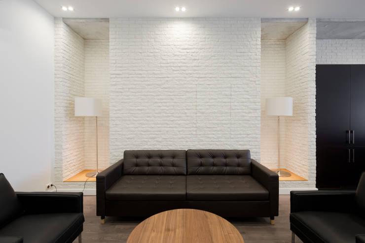 Living room by Архитектурная мастерская ПРОЕКТУС