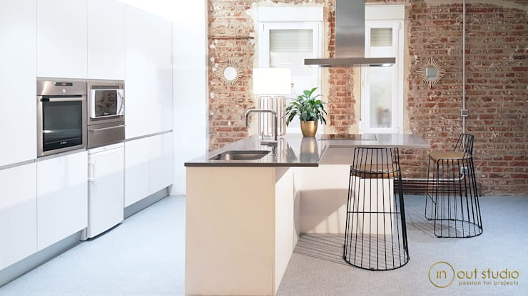 Kitchen by Muebles Marieta