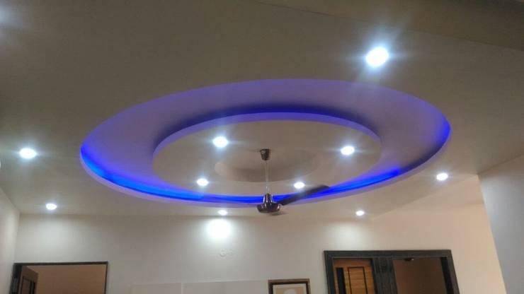 餐廳 by Kapilaz Space Planners & Interior Designer, 現代風 刨花板