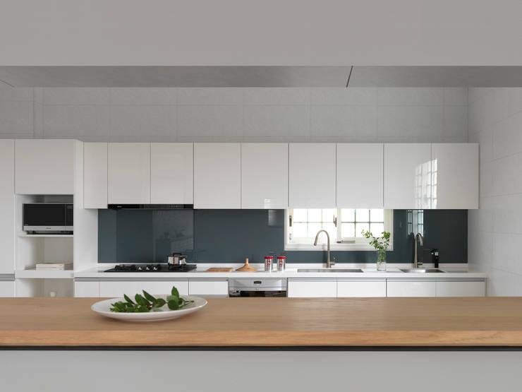 Nhà bếp by 夏沐森山設計整合